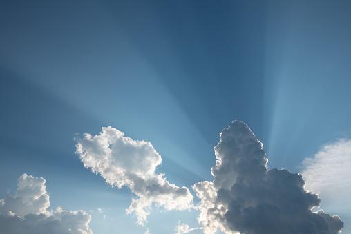 Blå Himmel Med Moln-foton och fler bilder på Abstrakt