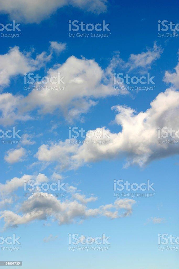 Blauer Himmel mit Wolken – Foto