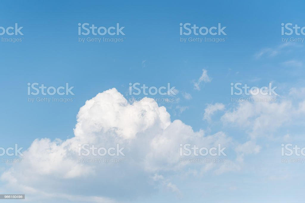 Blue sky with white clouds background - Foto stock royalty-free di Ambientazione esterna