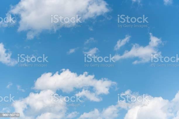 Blå Himmel Med Vita Moln Bakgrund-foton och fler bilder på Atmosfär - Evenemang