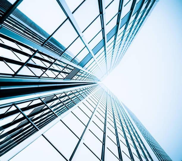 blauen hochhaus-fassade.  bürogebäude. modernes glas silhouetten der wolkenkratzer - fensterfront stock-fotos und bilder