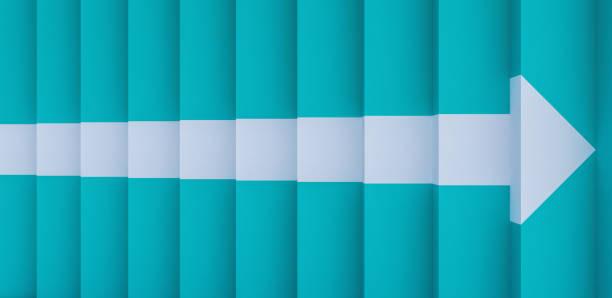 blaue treppen mit einem pfeil unterschreiben 3d render 3d-illustration - treppe stock-fotos und bilder