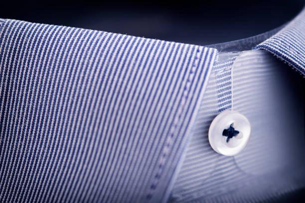Gola da camisa azul listrada - foto de acervo