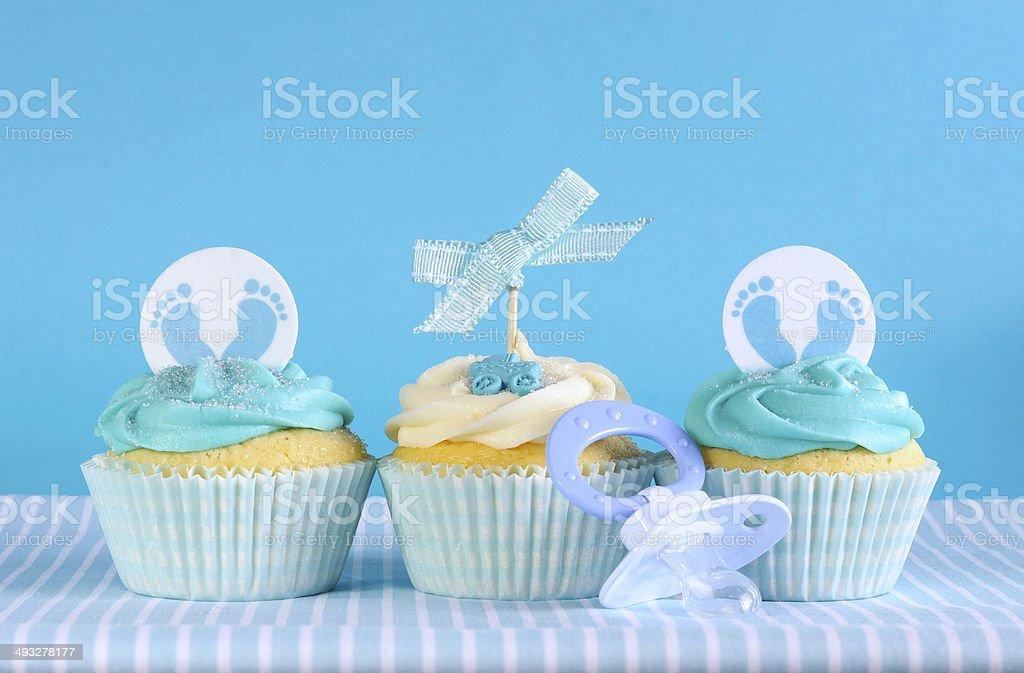 Foto De Azul Bebe Menino Tres Cupcakes Tematicos E Mais Banco De