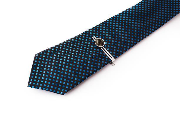 blaue krawatte mit einer pin. - krawattennadel stock-fotos und bilder