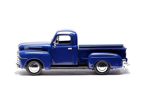 blue spielzeugauto, pick-up truck - pickup trucks stock-fotos und bilder