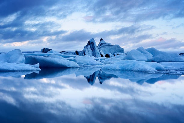 Blue twilight landscape of Jokulsarlon Lagoon, Iceland Blue twilight landscape of Jokulsarlon Lagoon, Iceland jokulsarlon stock pictures, royalty-free photos & images