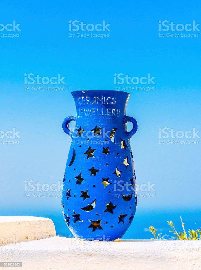 Decoración Del Jarrón Azul En La Terraza De Fira Santorini