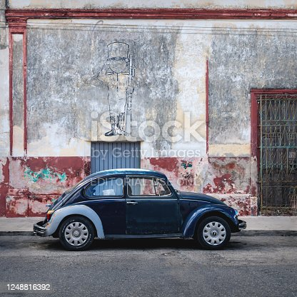 istock Blue Volkswagen Beetle in the colonial street of Merida, Yucatan, Mexico 1248816392