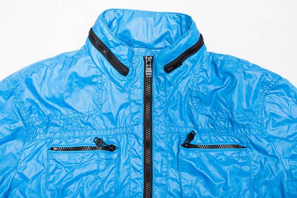 blue windbreaker wasserfeste jacke mit durchgehendem reißverschluss und hoodie - zip hoodies stock-fotos und bilder