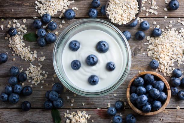 Heidelbeeren, Haferflocken und Joghurt – Foto