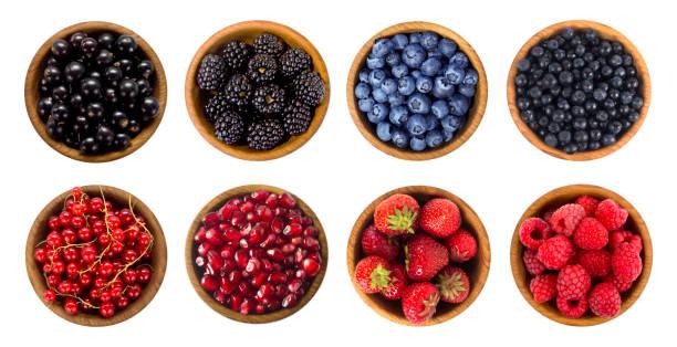 arándano, mora, cereza, fresa, grosella y frambuesa. vista superior. - negras maduras fotografías e imágenes de stock