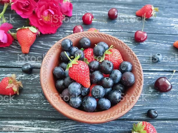 Blueberry Strawberry Cherry Rose Flower On Old Black Wooden - Fotografias de stock e mais imagens de Acima