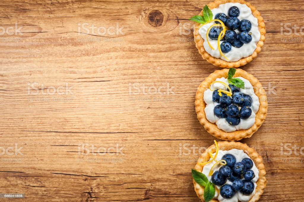 Blueberry tartlets royaltyfri bildbanksbilder