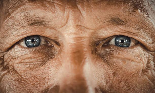 藍眼睛的老人。 - 特寫 個照片及圖片檔