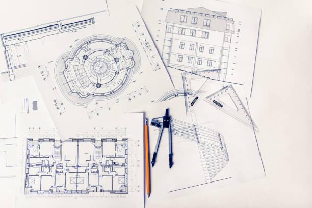 Baupläne auf dem Schreibtisch des Architekten – Foto