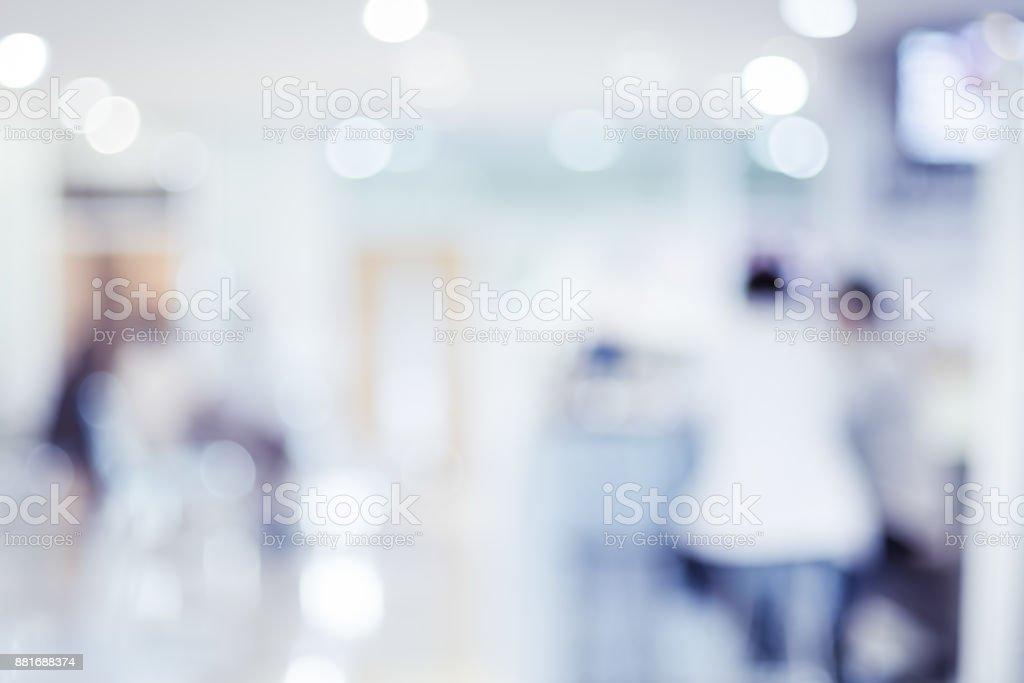 Desenfoque de fondo del paciente a la espera de ver doctor en el hospital, antecedentes. - foto de stock