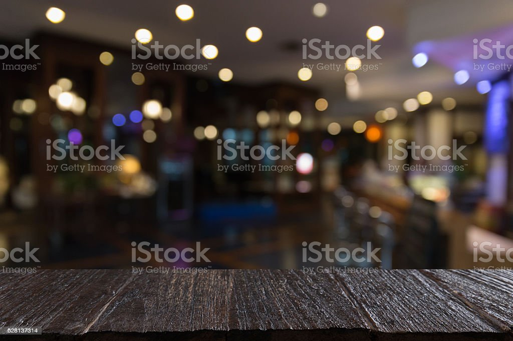blur background of pub restaurant with wood table – Foto