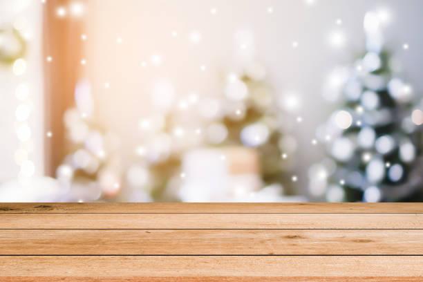 verwischen sie weihnachten feiern dekorationen hintergrund mit alten holzbrett perspektive für werbung zu oder werben sie für produkt auf bild. - laminat günstig stock-fotos und bilder
