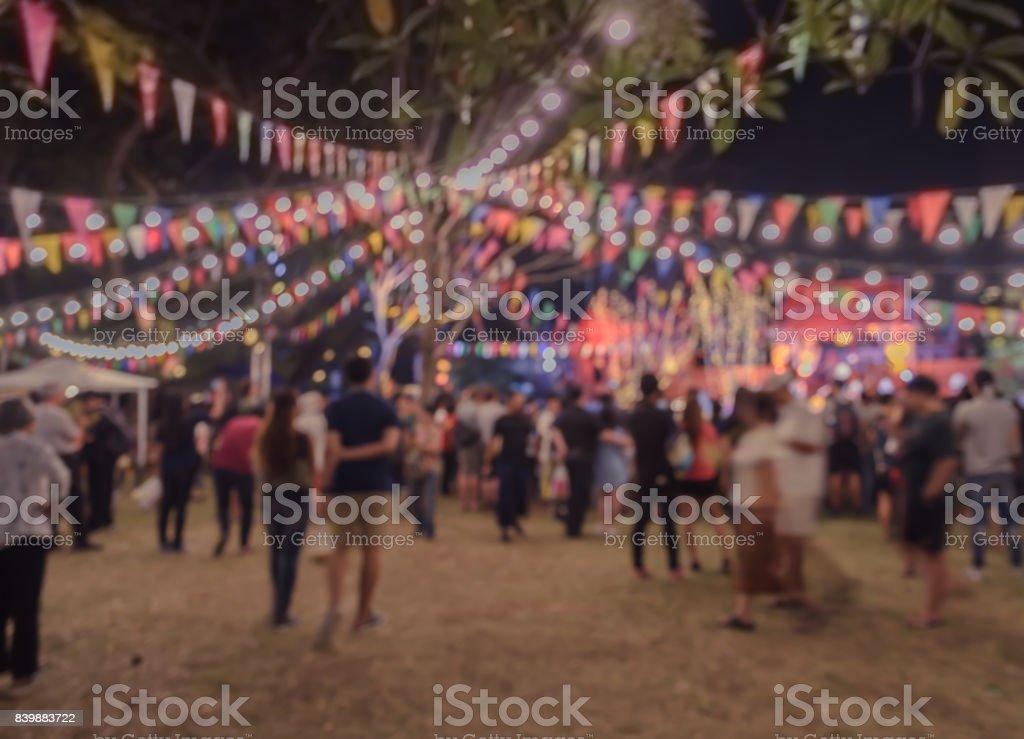Nacht-Festival im Garten mit Bokeh für Hintergrund Unschärfe – Foto