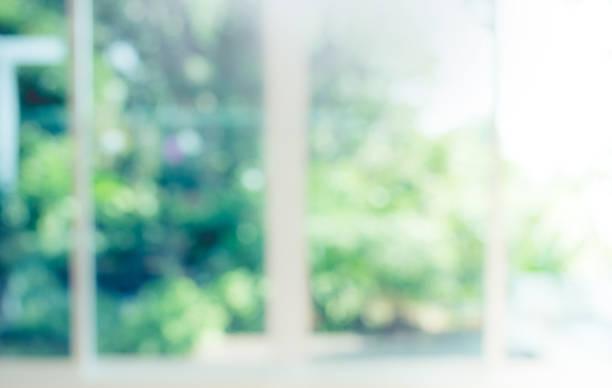 グリーン ガーデンの抽象的な背景のぼかし - 緑色 ストックフォトと画像