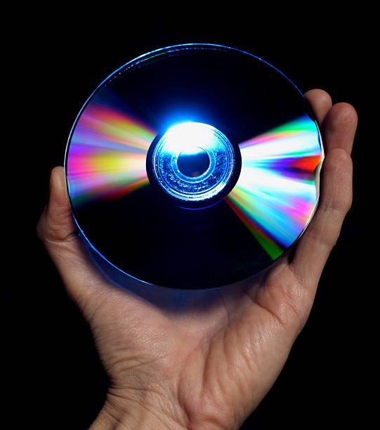 lecteur blu-ray, dvd haute définition dans la main - blu ray disc photos et images de collection