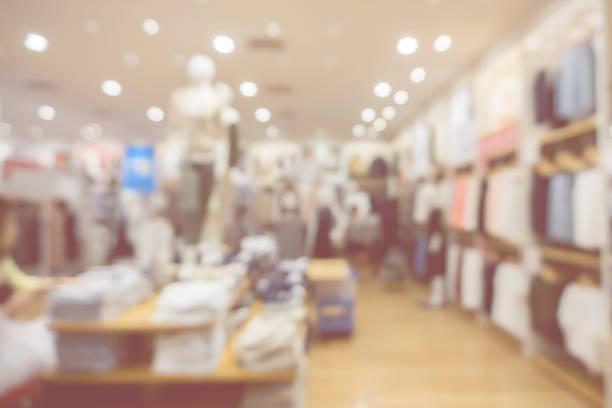 unscharfen abstrakten Hintergrund des bunten Baumwoll-Kleidung in den Regalen der Mode und Stadt einkaufen Menschenmenge am Marktplatz schuhfarbe Shop .vintage – Foto