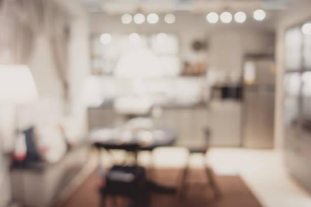 wazig achtergrond moderne keuken en eetkamer in huis met bokeh light.lifestyle achtergrond. - bokeh stockfoto's en -beelden