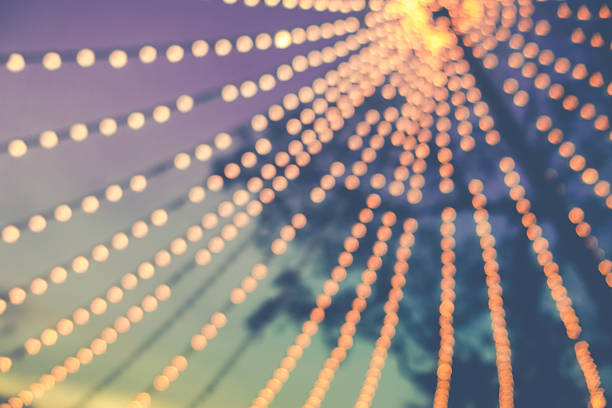 blurred background of string light bulb and blue sky background – Foto