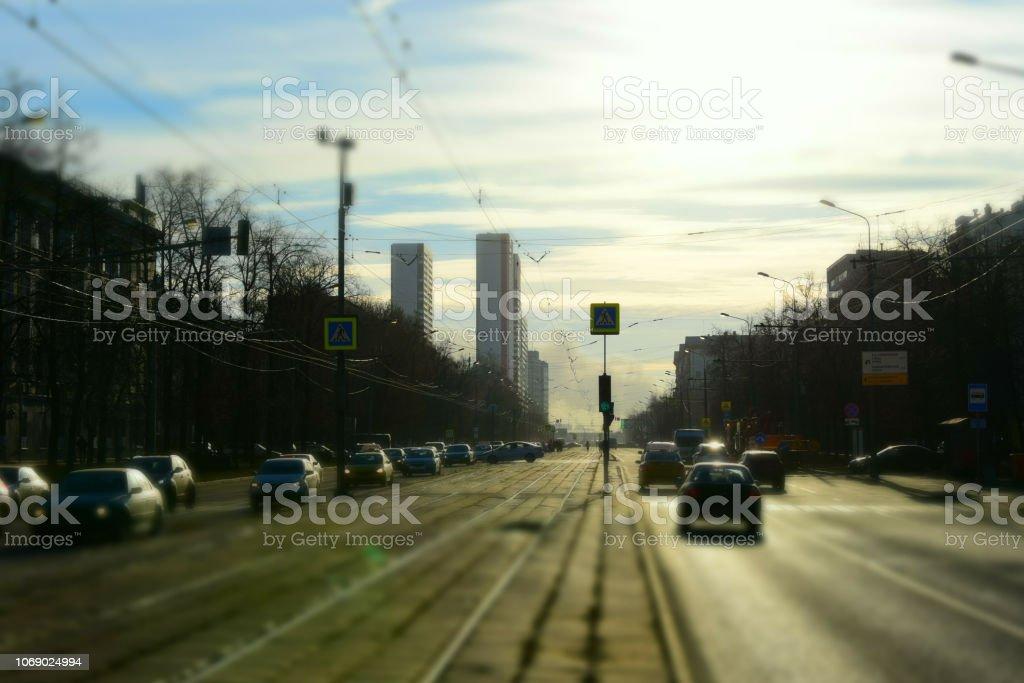 Arrière-plan flou avec circulation sur la rue de la ville - Photo