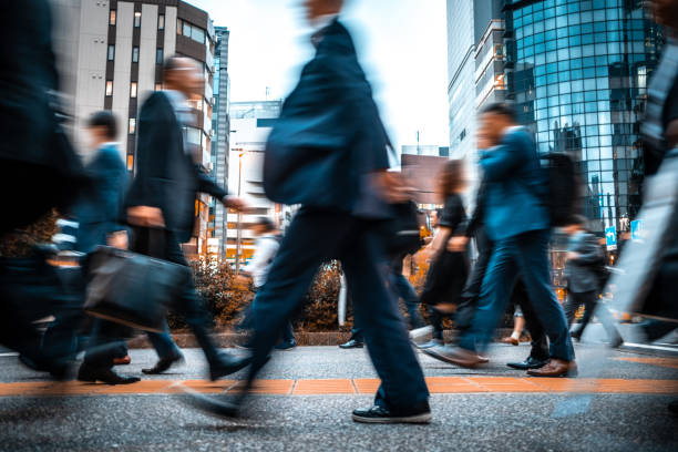 blurred business people on their way from work - pedone ruolo dell'uomo foto e immagini stock