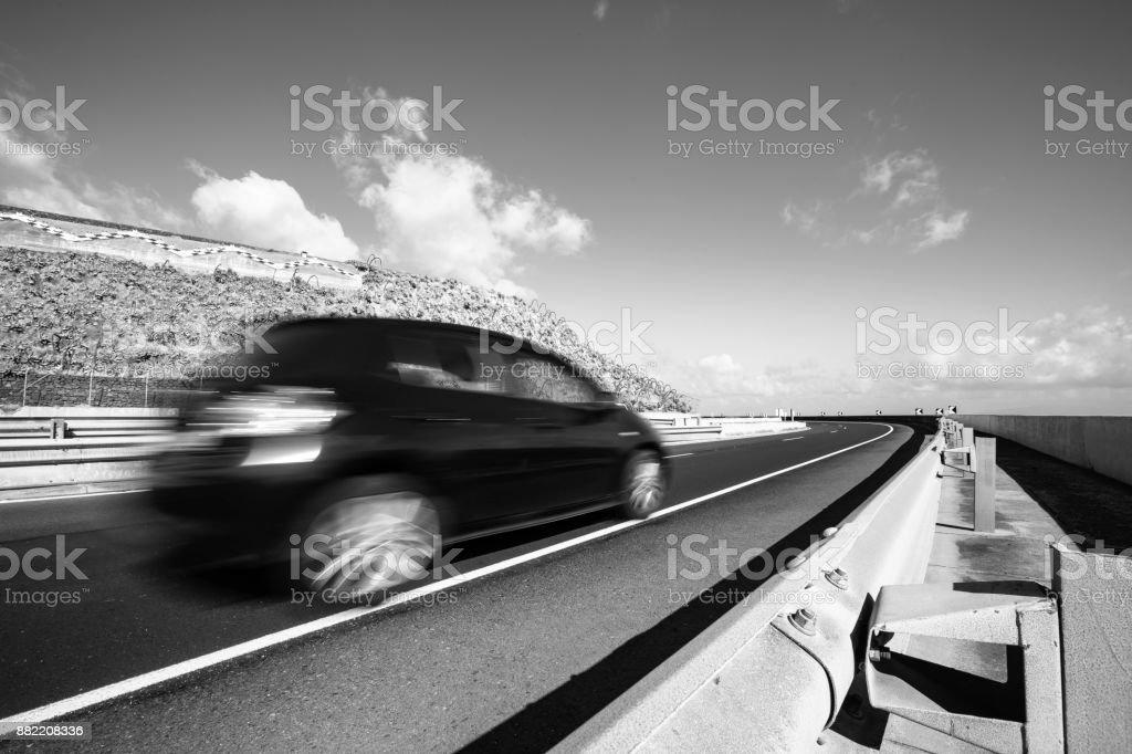 blurred cars on the road zbiór zdjęć royalty-free