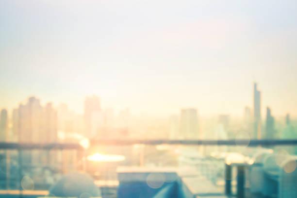 borrosa fondo de la ciudad - ciudad fotografías e imágenes de stock