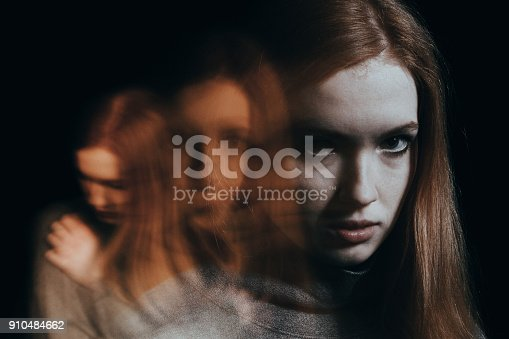 istock Blurred figures of red-haired girl 910484662