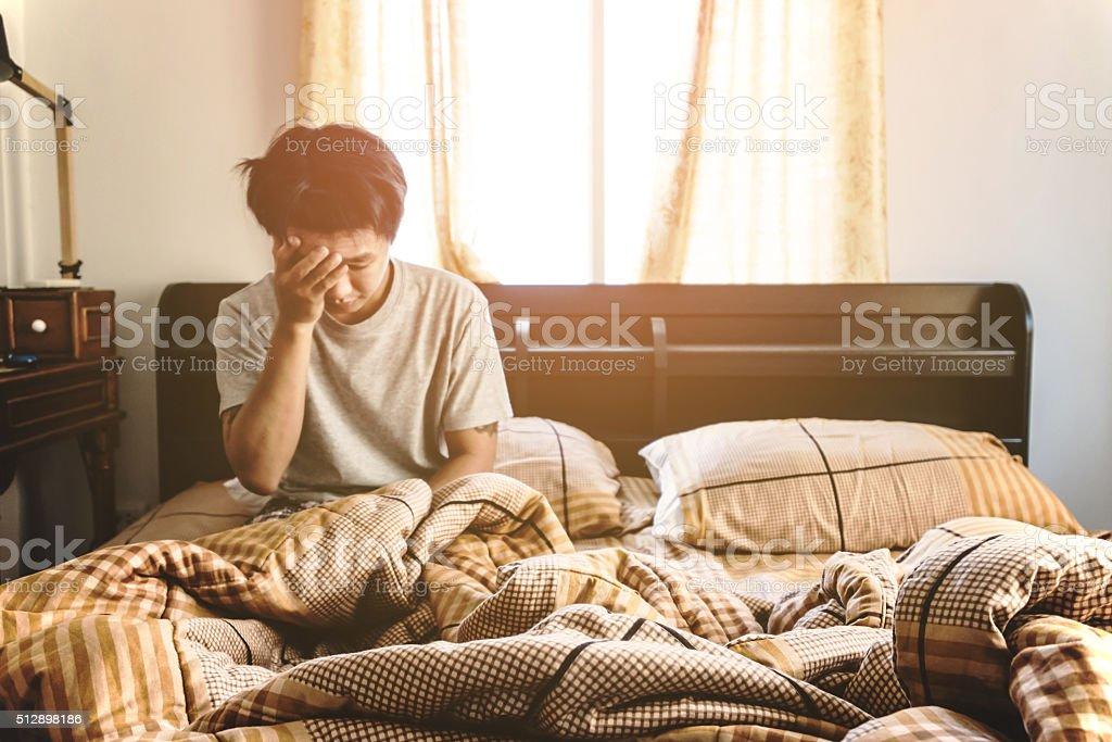 Borrosa chico a despertar en la mañana, enfoque selectivo - foto de stock