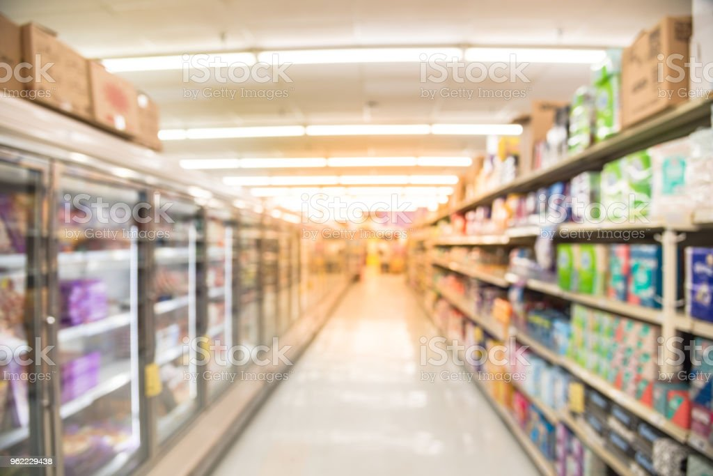 Kühlschrank Usa Retro : Verschwommene eis im kühlschrank im supermarkt in den usa stock