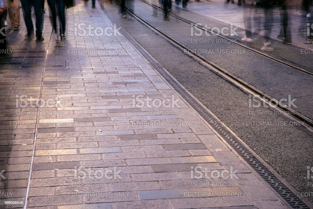 Verschwommenes Bild Mann Leute zu Fuß - Lizenzfrei Aktivitäten und Sport Stock-Foto
