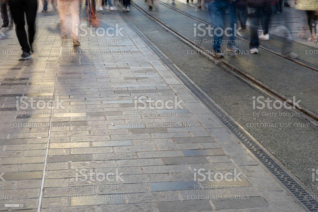 Suddig bild av mannen människor gå - Royaltyfri Aktivitet Bildbanksbilder