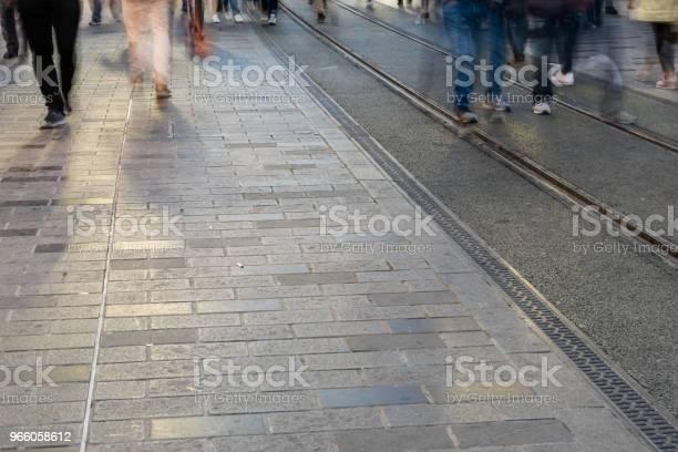 Suddig Bild Av Mannen Människor Gå-foton och fler bilder på Aktivitet