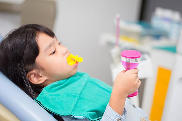 Verschwommene Bilder der Fluoride Beschichtung für Kinder – Foto