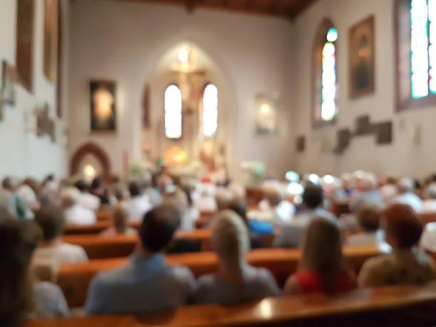 zamazane wnętrze kościoła - atmosfera wydarzenia zdjęcia i obrazy z banku zdjęć