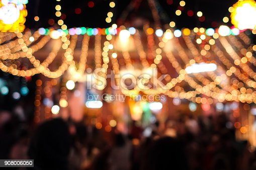 istock Blurred lights of carnival at night 908006050