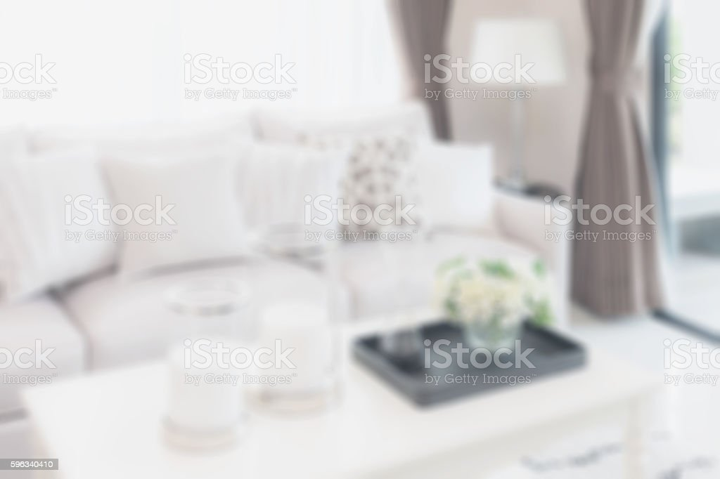 blurred living room with sofa and lamp for background Lizenzfreies stock-foto