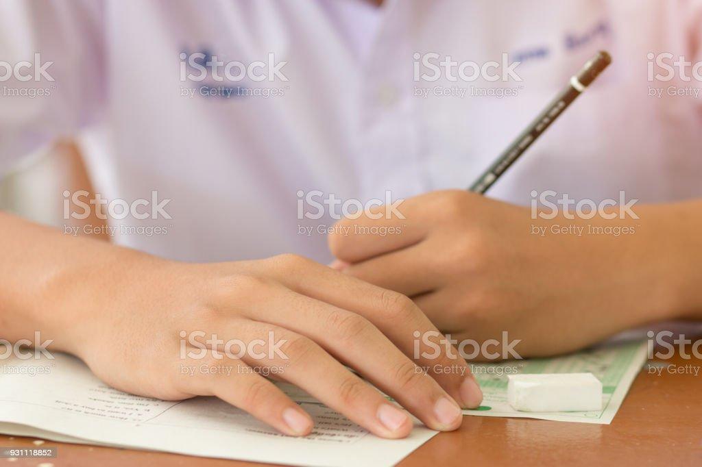 Egzersiz testi öğrencinin bulanık, sınavları sayfaları veya test kağıt kalem ile cevap: eğitim kavramı - Royalty-free Amfitiyatro - Eğlence mekanı Stok görsel