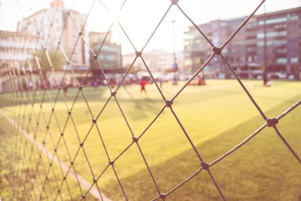 Campo de fútbol exterior borroso para abstracto de fondo deportivo - foto de stock
