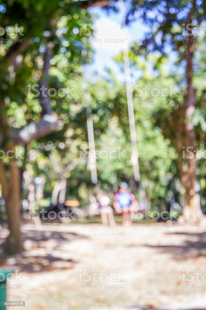 blurred photo of kids on swing photo libre de droits