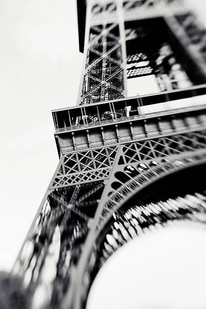 Verschwommen Schuss Der Eiffelturm in Paris, Frankreich – Foto