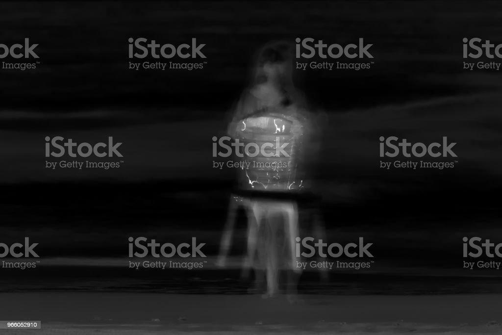 onscherp beeld van een meisje op het donker - Royalty-free Angst Stockfoto