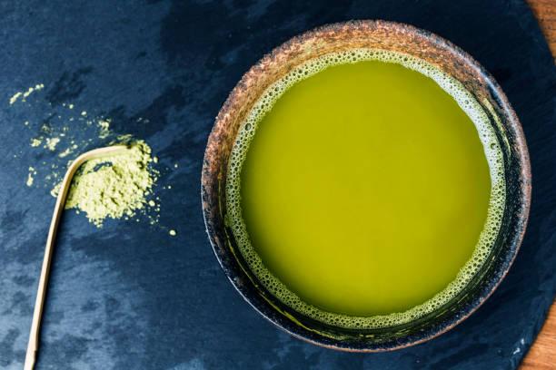 una taza de té té verde del tablero - set deportivo fotografías e imágenes de stock