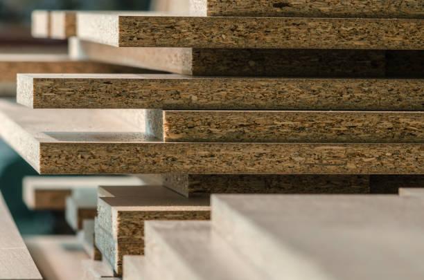 bestuur spaanplaat gesneden delen - plank meubels stockfoto's en -beelden